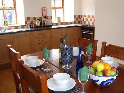 De inrichting van het ierse vakantiehuis drummeenagh cottage - Ingerichte keuken ...